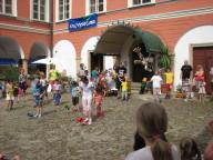 Společné vystoupení  účastníků žonglérské dílny na závěr festivalu